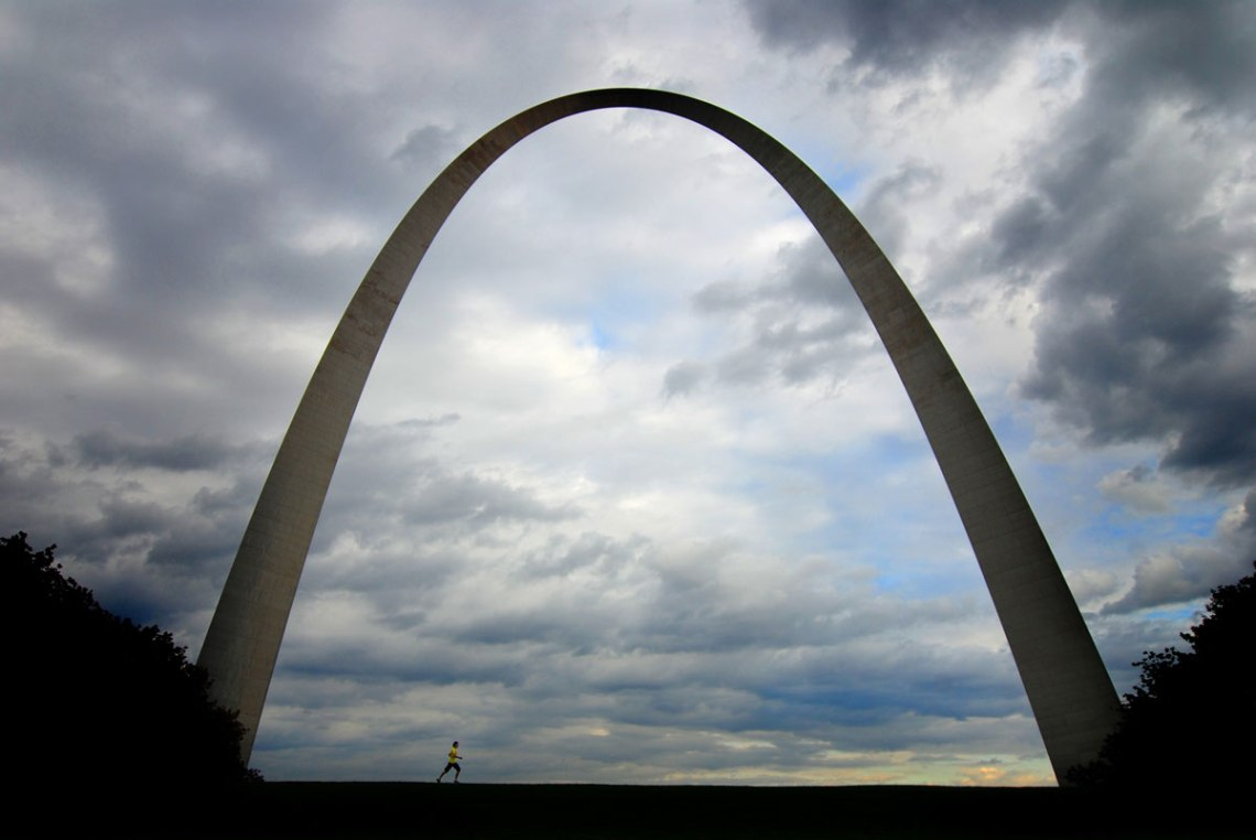 Runner-&-St-Louis-Arch